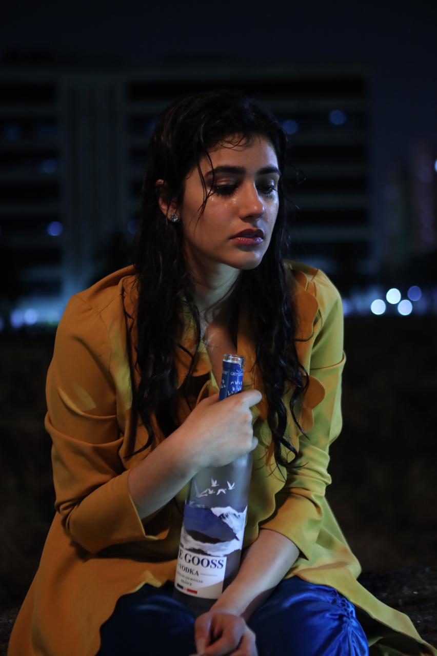Omg! Did Sonia Rathee actually get drunk while performing a drinking sequence in broken but beautiful 3? Check it out!